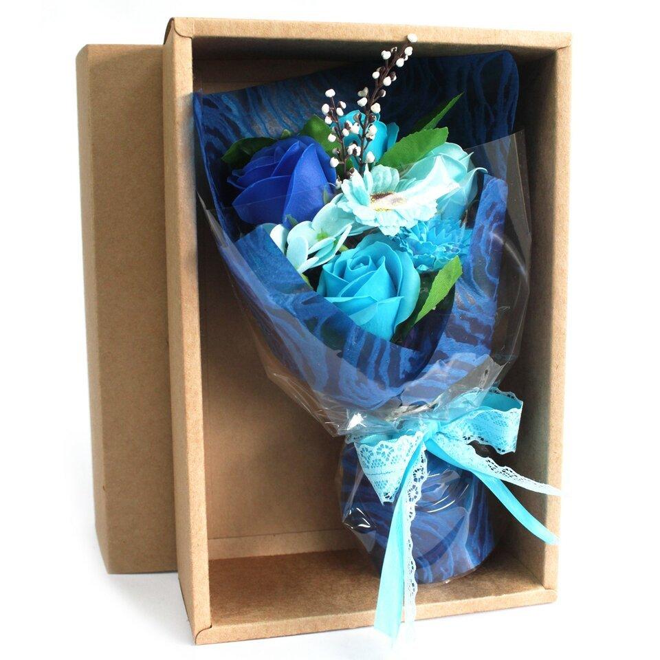 Mėlyna muilo gėlių puokštė dėžutėje